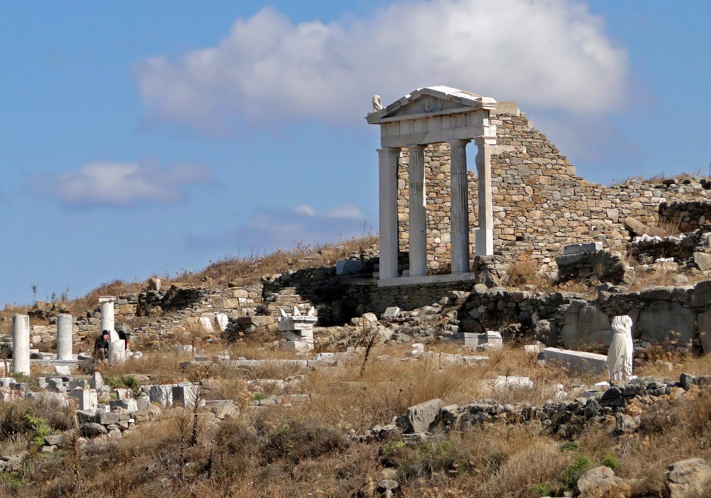 Temple_of_Isis,_Delos_02